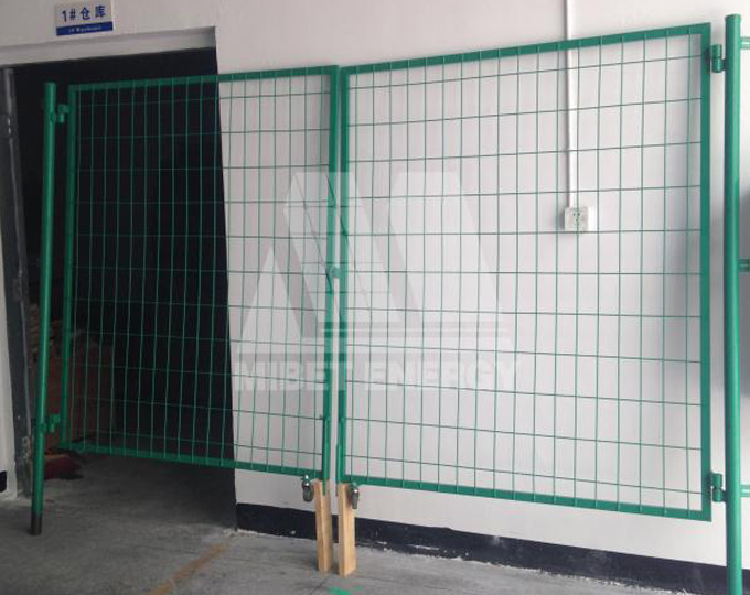 MRac high quality and low price solar construction fence for solar park.jpg